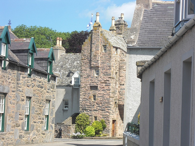 fordyce-castle-from-side-street